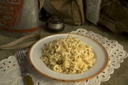 MaryJanesFarm Organic Cheesy B.N.T. (Bac'un Bits, Noodles & Tomatoes)